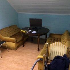 SOSIALSONEN: Her blir det etter hvert en sosialsone med sennepsgule sofaer kjøpt på bruktmarked. Foto: Rune S. Alexandersen