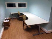 FLOTTE? Er ikke skrivebordene flotte? Foto: Rune S. Alexandersen