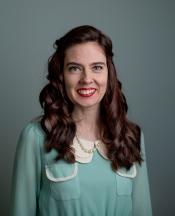 1950-ÅRENE: Elene iført 50-tallskjole kjøpt i Camden Market i London. Og nytt, brunt hår med krøller! Foto: Anita Arntzen