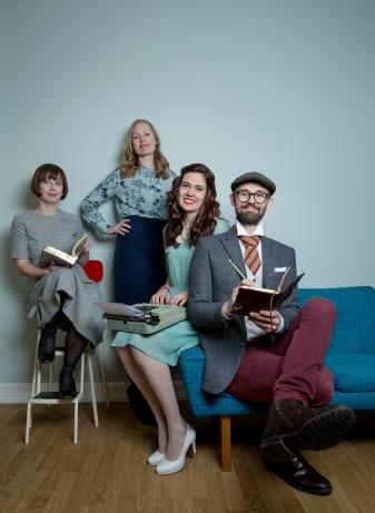 TRENGER DU HJELP? Vi hjelper deg med teksten din! Hanne, Ingrid, Elene og Rune. Foto: Anita Arntzen
